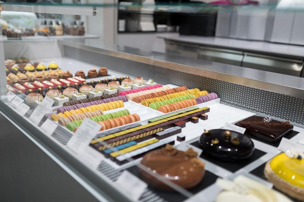 FREOR-Serve-over-DIONA-QB-ALI-Chocolatries-LT (13)