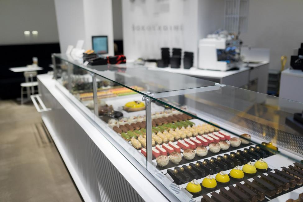 FREOR-Serve-over-DIONA-QB-ALI-Chocolatries-LT (7)