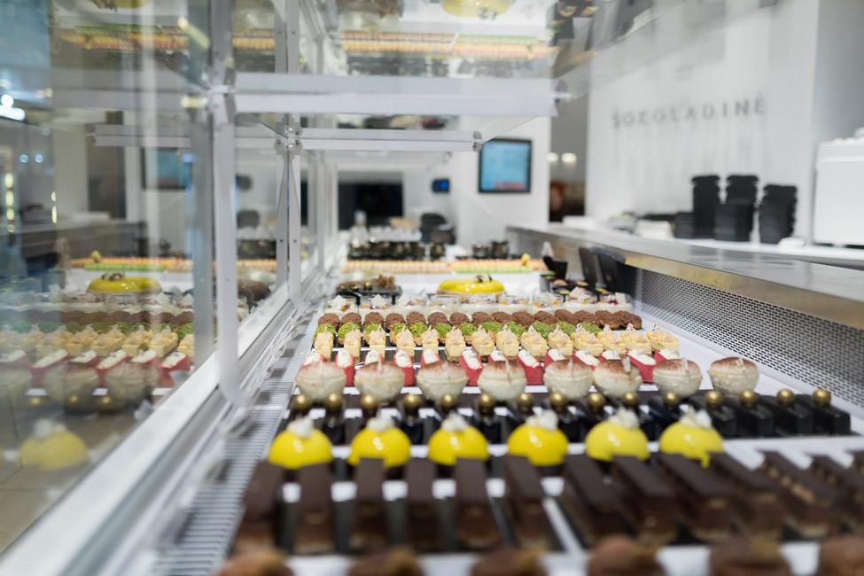 FREOR-Serve-over-DIONA-QB-ALI-Chocolatries-LT (8)