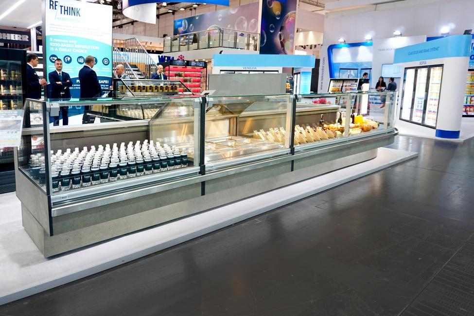 Counter-Serve-over-VEGA-SPACE-QB-HG-r290-EuroShop-FREOR