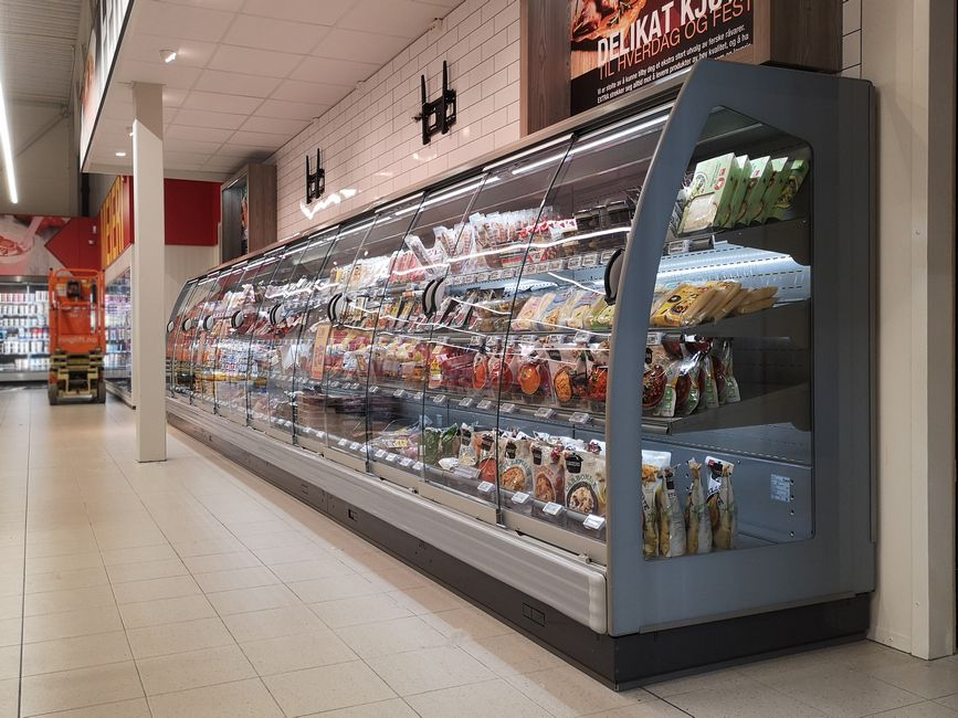Glass-door-display-refrigerator-PLUTON-SPACE-FREOR-co2-refrigeration (1)
